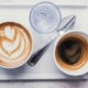 Coaching mit zwei Tassen Kaffee